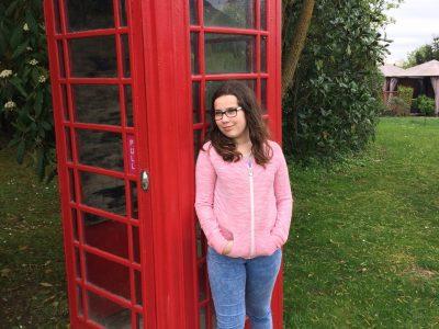 Collège Jean-Moulin à Artenay  Je suis à coté d'une cabine téléphonique.  I love London !!!!!!!!