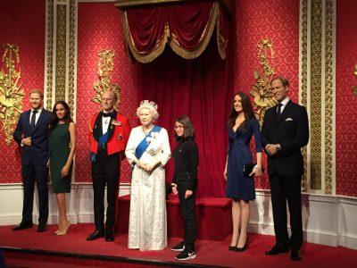 Le Crès, Collège de La Voie Domitienne. LA reine d'Angleterre est ma copine. Petite photo entre amies.