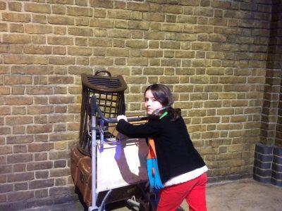 PARIS, COLLEGE SAINT MICHEL DE PICPUS.   Passage vers le Poudlard express à Londres dans les studios d'Harry Potter !!!!