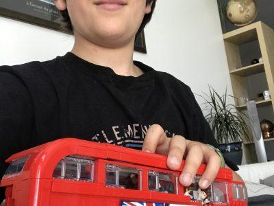 Thiais Collège Paul Valéry  photo avec un bus londonien en Lego