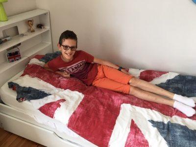 collège de l'Europe Jean Monnet bourg de péage  moi sur mon lit avec mon réveil !!!!!!!