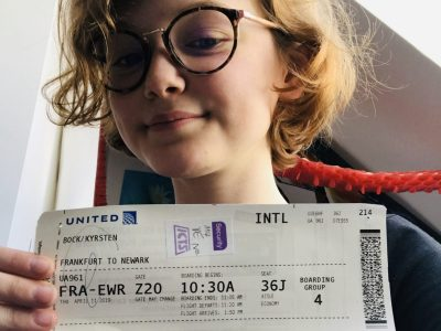 voici une photo de moi et mon billet d'avion pour New York  collège : la doctrine chrétienne  ville : strasbourg