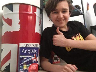 Tours/collège la providence.J'ai choisi cette photo car dans cette photo il y a des objets dans l'univers de l'anglais avec le drapeau du Royaume-Uni.