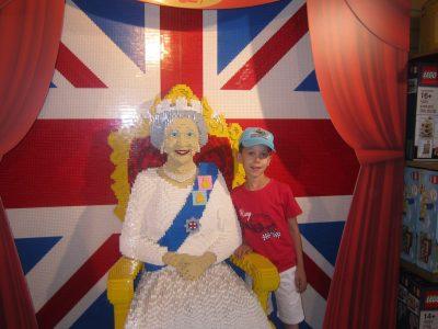 MENTON LA VILLA BLANCHE  Londres, visite chez la reine Elisabeth II.