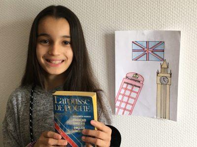 Collège saint dominique au Monastier sur Gazeille (43) Dessin du drapeau de l'Angleterre, d'une cabine téléphonique anglaise et Big ben. Puis un dictionnaire pour nous aider dans l'apprentissage de la langue.