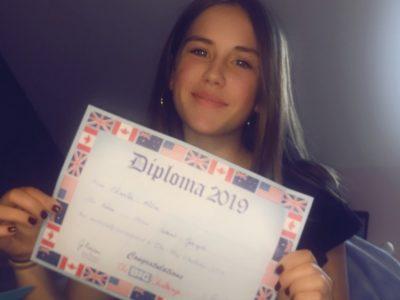 J'habite à Chinon et je suis au collège Saint Joseph. J'ai décidé de choisir le diplôme de l'année dernière parce que j'aime bien ce concours!!!!!