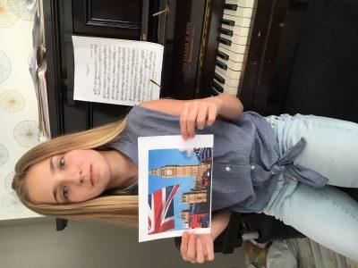 Boutin Candice collège du jardin des plantes à Poitiers  photo de Londres devant mon piano originaire de Nottingham!
