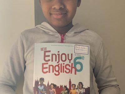 Je viens du collège André Lassagne  à Caluire et Cuire . grâce a se livres je me suis améliorer en anglais et c'est ce qui ma donné envie de m'inscrire .