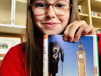 Grigny collège émile malfroy           photo de big ben, d'un bus typique de Londres et de la statue vue de dos du Premier Ministre anglais Mster Winston Churchill