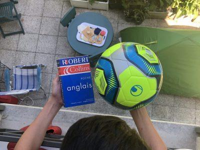 je suis au collège Montaigne a Conflans Sainte Honorine  j'etudis l'anglais avec le football voici ma matiére préférer et mon sport préférer en plus c'est anglais!!