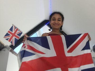 CONFLANS STE HONORINE COLLEGE MONTAIGNE  Je suis Liloo, et j'aime beaucoup l'anglais et l'Angleterre, je suis allée trois fois en Angleterre, une fois en Ecosse et une fois en Australie. En Angleterre j'ai donc acheté deux drapeaux pour décorer ma chambre.