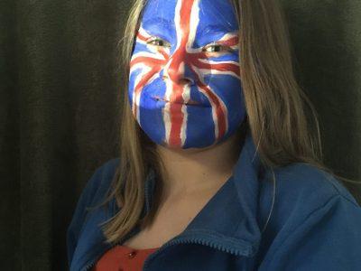 Clermont de l'Oise ,collège Jean Fernel : voici un  maquillage  qui représente le drapeau du Royaume Unis.