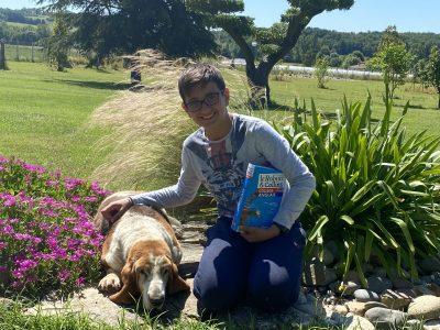Montauban institut familial Photo pris dans mon jardin à l anglaise avec mon merveilleux dictionnaire d anglais et mon chien basset hound race anglaise