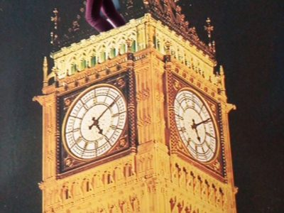 LYON COLLEGE VENDÔME C'est une care postale que j'ai acheté à Londre et que je voulais envoyer à une de mes meilleures amies, mais je ne lui ai jamais envoyé... -_-  Du coup je suis sur le Big Ben et je suis en train de faire n'importe-quoi !