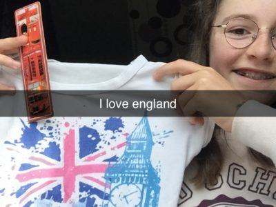marque page + tee-shirt ( souvenirs ) I LOVE ENGLAND !!! :-)