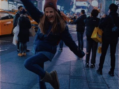 Eleve au collège Saint Just de Soissons! J'ai simplement choisi une photo prise lors de mon séjour à New York au mois de février. Je vous fait voyager jusque Times Square durant cette période plutôt compliquée... Don't worry ... be happy ;-)