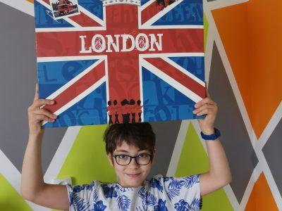 Bonjour,  Je suis au collège Jeanne d'Arc à Melun, c'est la première année que je fais de l'anglais, j'aimerais bien aller à Londres. Bon courage à tous