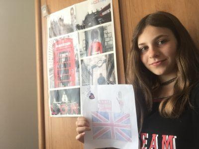 Hello!! I am Justine!! Je suis devant un poster du Big Challenge et un dessin que j'ai fait spécialement pour VOUS!!!