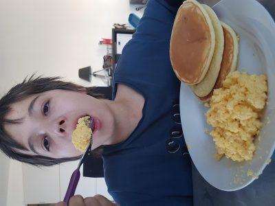 Je suis au collège Jean Rostand de la ville de La Machine et j'adore les petits déjeuners anglais.