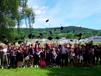 Collège de la Haute Meurthe à Fraize (88, Vosges), France Cérémonie à l'Américaine!