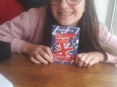 """Lilly LACAZE collège  Jacque Monod  """"vive l'apprentissage avec """"parler l'anglais en voyage"""" on sourit avec l'anglais !!"""""""