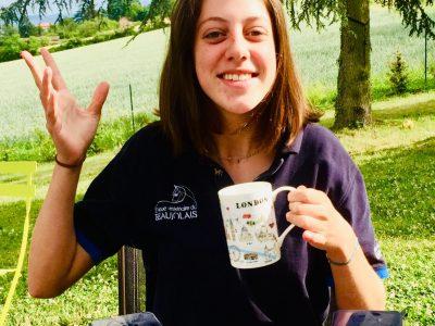 VILLE : Villefranche sur saône   COLLÈGE : Notre Dame de Mongré   Boire le thé ne s'apprend pas en un claquement de doigt ! La tête haute et le petit doigt relevé voila ce qu'il faut faire :)