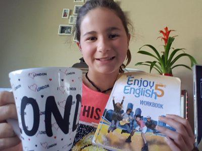 GENAS , collège Jeanne d'Arc  L'anglais est la base pour voyager, et comme je veux voyager, je veux l'apprendre!!!!