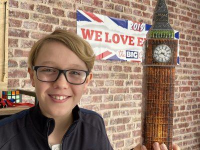 Ville de Pontoise Collège de Notre-Dame De La Compassion Je tiens Big Ben en puzzle 3D dans ma main.