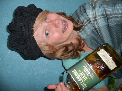 """Fumay, Collège Les Aurains. """"Pour bien démarrer la journey"""", comme diraient les Écossais, """"rien de tel qu'un bon whisky pour se réchauffey... À consommey avec modération, of course !"""" Aileen, 6ème A"""