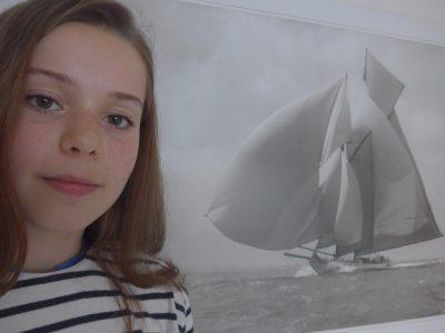 """Le Havre  Les Ormeaux , Jeanne RAULET """"Suzanne 1911""""   Becker of Cowes Cette photo qui est d'ordinaire dans mon salon est une très très célèbre photo prise par un photographe Anglais très connu. J'ai choisie de faire une photo avec ce bateau car cela à un proche rapport avec ma ville portuaire (le Havre) et que j'ai trouver cela plus original et plus recherché que des photos de drapeaux anglais  Merci pour ce concours et je vous invite à faire des recherches sur le """" Suzanne 1911""""."""