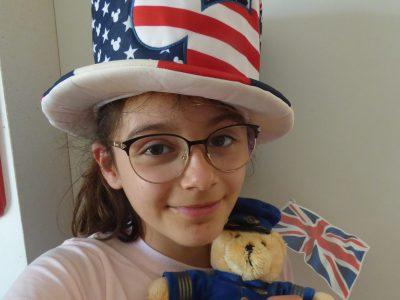 Je suis au collège la Chaume la Salle à Vouillé.  The big challenge with the paddington bear and I'm happy here