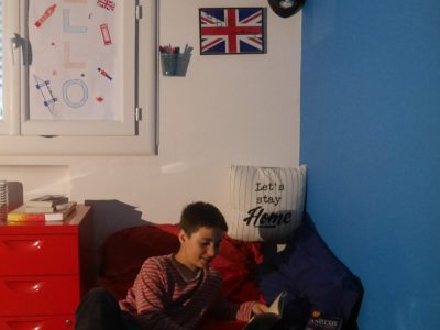 Hello, My name is Emilien Bonnafous. I study in College Camlle Claudel of Montpellier. The picture I took is in my bedroom during the confinment. As you can see, I wish I could visit London soon!!!