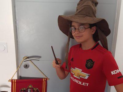 """Collège Françoise Giroud de Vendres (34). Louis """"POTTER"""" au Collège de sorcellerie de Giroud, supporter du Manchester United."""