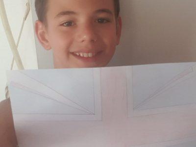 Manosque. Valverde Angelino. Collège Jean Giono. Cette photo montre le drapeau de l'Angleterre avec moi et le drapeau je les dessiné tout seul.