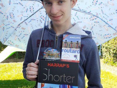 SAVIGNY LE TEMPLE - Collège Henri Wallon.  Muni d'un parapluie, dictionnaire d'anglais et guide du routard, je suis prêt à sillonner les rues de Londres et ramener un maximum de souvenirs. Let's go!!