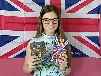 Beaune la Rolande collège Frédéric Bazille   J'ai représentée sur la photo la littérature anglaise, avec l'auteur  de La Guerre des Clans (Warrior Cat) Erin Hunter.