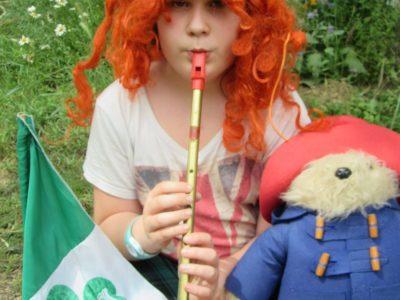 Town : Clermont l'Herault ; School : College St Guilhem  Mon Royaume Uni en une photo : la casquette pour le Pays de Galles; la perruque et la jupe pour l'Ecosse, le drapeau de l'Irlande du Sud, la flûte pour l'Irlande du Nord et Paddington pour Londres.