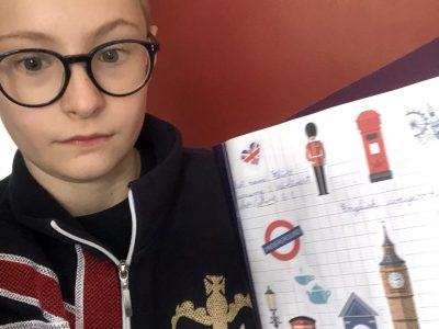 Nieppe collège Saint Martin. I'm Eliott and I wear a jacket with the flag of the United Kingdom. Thank you for this english competition.