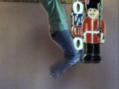 FEURS Collège le Palais Un porte clef d'un welshguard et moi : en vente dans toutes les boutiques de souvenirs en Angleterre !