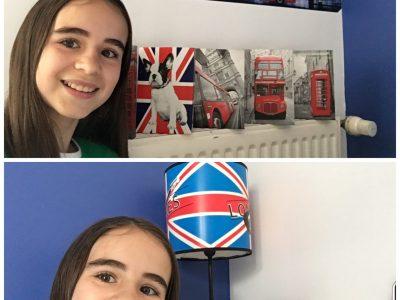 Bonjour, je m'appelle Mathilde Barbedette-Gérard et j'habite à Louverné  (commune de Laval agglo en Mayenne) Je suis au collège Jules Renard de Laval. J'adore le style Anglais, le décor de ma chambre s'inspire de l'Angleterre ! Et plus particulièrement de Londres avec ses bus rouges, ses cabines, et ses monuments. Voici mon selfie réalisé dans ma chambre, Bonne journée, Mathilde.