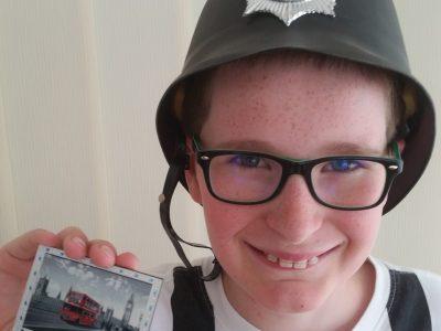 HETTANGE-GRANDE Collège JM PELT  Un policier typique d'Angleterre !!!