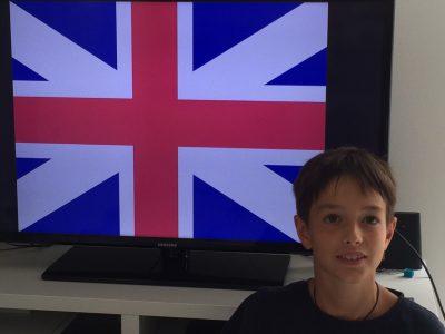 Garlin collège Joseph Peyré Un fraçais qui pose devant le drapeau de l'Angleterre