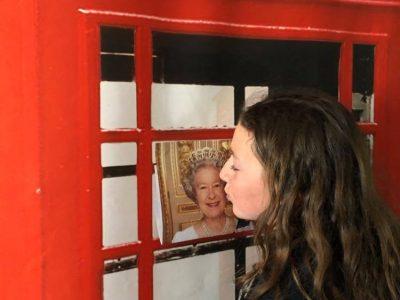 Collège Ste Odile à Lambersart.  I kiss the queen.. what a dream!!!