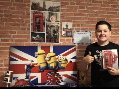 Bonjour ma ville est Locminé dans le collège Jean Pierre Calloc'h voici ma photo qui représente ma chambre dans le thème de l'Angleterre