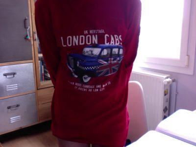 Collège Paul Verlaine Malzéville.  Bonjour, j'ai choisi ce t-shirt parmis de nombreux objets qui évoquent le royaume uni. J'aime bien ce T-shirt, c'est l'un de mes préféré.