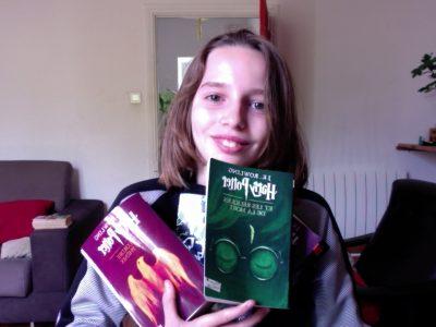 Collège europa Montélimar  Je me suis prit en photo avec des Harry Potter en sachant que Joanne Kathleen Rowling était anglaise.
