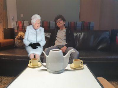 Photo prise lorsque Elisabeth est venu prendre le thé avec moi.  Signé: Louis Delnondedieu, 4°3 au Collège De La Vallée, Avon 77210