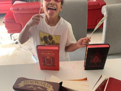 Thonon-Les-Bains   Collège Sacré-Coeur  Voici mes photos avec mes livres préférés ce de Harry Potter. J'espère qu'elles seront drôle pour gagner ce concours!  ;)  Asma SMAALI 6D