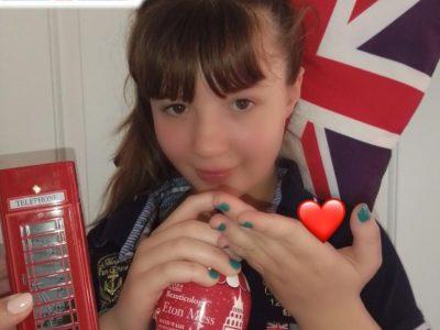 LENS (Pas de Calais) Collège Ste Ide Baelen Alice   6ème3 Photo illustrant l'amour de l'Angleterre pendant le confinement! Lavez-vous bien les mains!!! :)