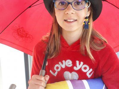 Echirolles - Collège Louis Lumière   Rachel défie la Reine avec son chapeau Lego Londres !!!